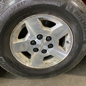 "17"" 4 used Wheels & tires 265/70R17 Michelin for Sale in Gilroy, CA"