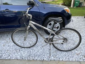 Specialized crossroads adult bicycle needing petals and a tuneup maybe an innertube or tire for Sale in Palm Harbor, FL