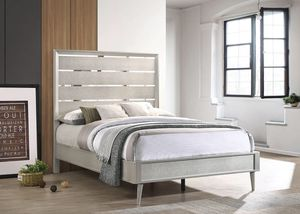Queen size bed frame for Sale in Fort Pierce, FL