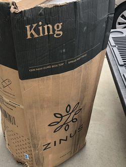 Brand New King Size Inner Coil And MemoryFoam Euro Top 13inches Thick Mattress for Sale in Fowler,  CA