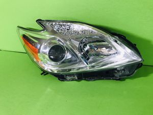 2010 2011 Toyota Prius Headlight Assembly right side genuine factory Oem Good Conditions for Sale in San Marcos, CA