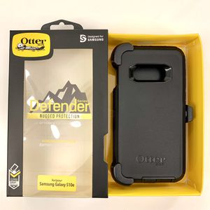 SS OTB for S10e Samsung OtterBox Defender. Case Cover. Belt Clip & Holster. Black Color. for Sale in Newhall, CA