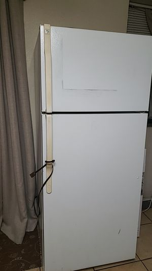 White Refrigerator for Sale in Dulzura, CA