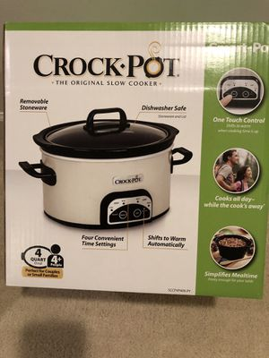 Hamilton one touch 4qt brand new crock pot for Sale in Berea, OH