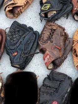 Baseball Gloves mizuno Easton Rawlings Wilson equipment bats for Sale in Los Angeles,  CA