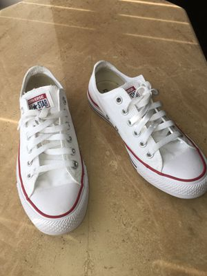 Converse All star Chuck Taylors low's (white) for Sale in Detroit, MI