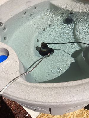 Hot tub spa round approximately 1 year old for Sale in Las Vegas, NV