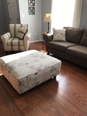 Living room set-loveseat, ottoman and side chair for Sale in Ashburn, VA