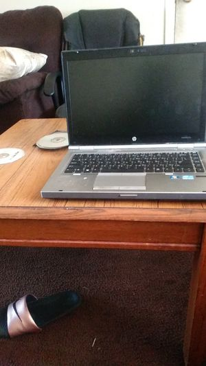 HP laptop and end table for Sale in Waco, TX