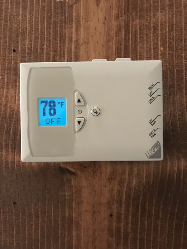 Thermostat LuxPro Digital Non-Programmable PSD111a
