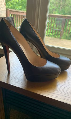 Christian Louboutin Chocolate Brown Heels. Size 41 for Sale in Windsor Hills, CA