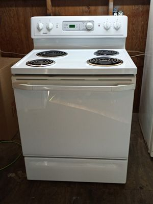 Ge stove very clean everything works for Sale in Millsboro, DE