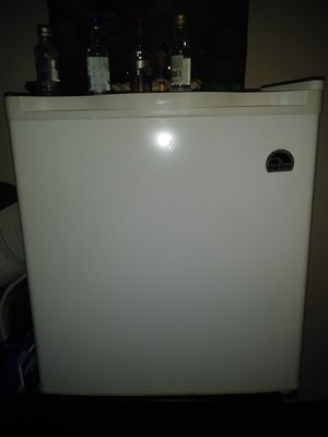 Selling a Refrigerator IGLOO for Sale in Portland, OR