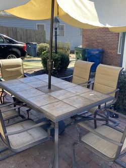 Outdoor Dining Table and Chairs for Sale in Atlanta,  GA