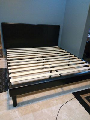 KING SIZE BED PLATFORM FAUX LEATHER ESPRESSO COLOR ( NO BOX SPRING NEEDED) for Sale in Goodyear, AZ