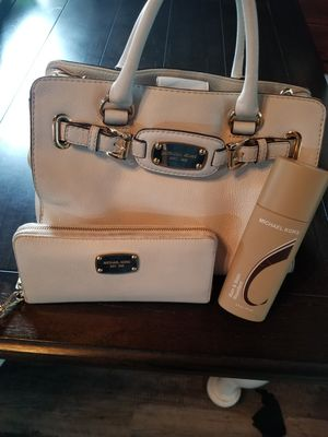 Michael Kors Hamilton leather satchel for Sale in Hoxeyville, MI