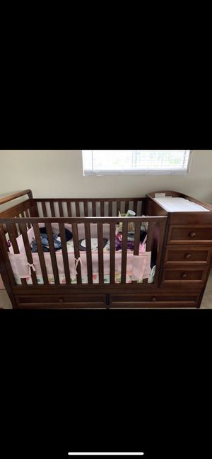 Wayfair crib with changing table and mattress included! for Sale in Fontana, CA