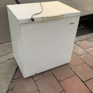 WHIRLPOOL COOLER FREEZER for Sale in Montebello, CA