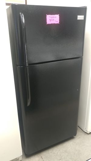 Frigidaire top mount refrigerator for Sale in Scottsdale, AZ