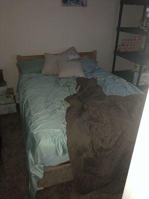 2 queen beds, bedroom set couch, kitchen table and chairs for Sale in Pensacola, FL