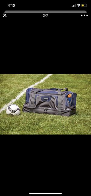 Duffle rolling bag for traveling or sports events for Sale in San Bernardino, CA