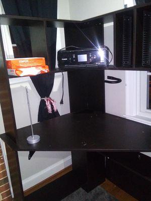 Desk en buen estado for Sale in Hyattsville, MD