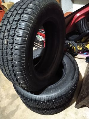 205 65 R15 snow tires set of 3. for Sale in Vancouver, WA