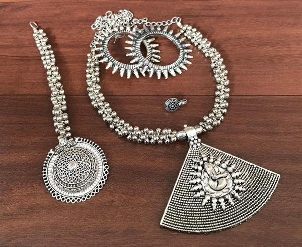 Lightweight combo necklace