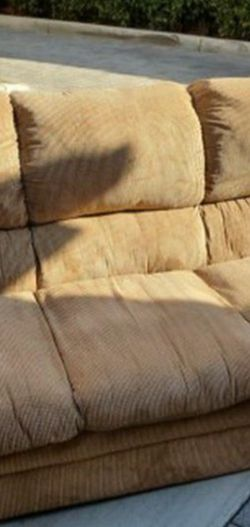 Free Sofa Couch for Sale in Los Alamitos,  CA