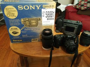 2 Cameras Recoder and a Minolta Camara for Sale in Hartford, CT