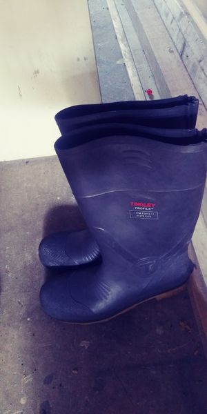 Steel toe rubber boots size 13 for Sale in Aurora, CO