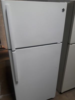 GE top and bottom refrigerator nice condition working perfectly clean and neat warranty and deliver for Sale in Halethorpe, MD
