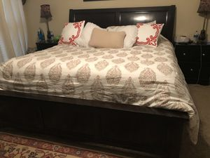 King size bed set for Sale in Cordova, TN