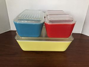 Pyrex primary refrigerator set for Sale in Riverside, CA