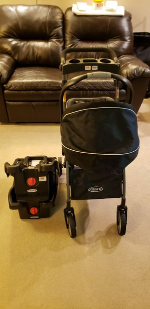 Graco infant car seat with 2 base and carrier frame for Sale in Baltimore, MD