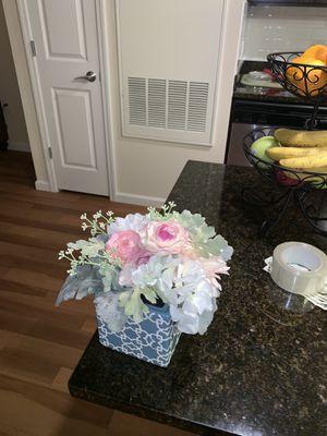 PIER ONE FLOWER CENTER PIECE !!! LONG ISLAND AREA!!! for Sale in West Hempstead, NY