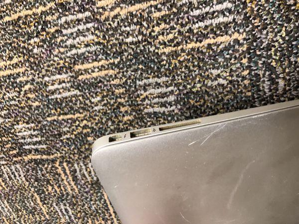 2015 Macbook Air 8GB Ram 2.2GHz Intel Core i7 256GB