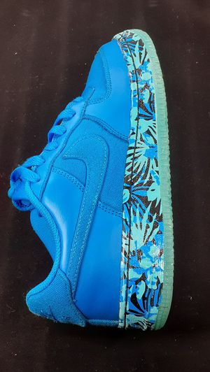 Kids really nice blue Nike Air sneakers boys size 5.5 shipping available for Sale in Manheim, PA