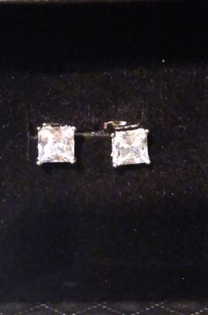 14k White gold 4.00 ct princess cut earrings for Sale in Modesto, CA
