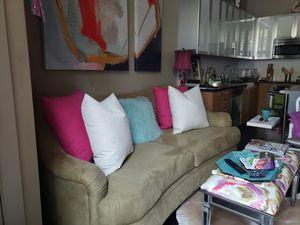 Plush sofa for Sale in Nashville, TN