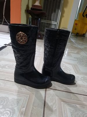 Rain boots size 10 in girls for Sale in Fresno, CA