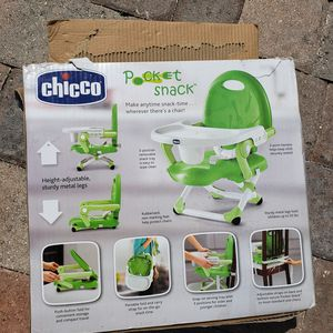Chico Pocket Snacks Booster Seat, Green, portable for Sale in Oakland Park, FL