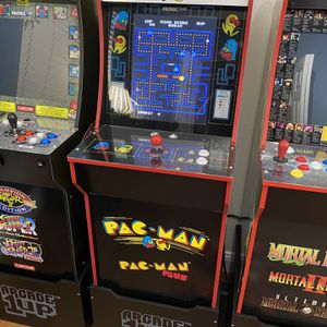 Arcade 1UP Pacman with Riser for Sale in Miami, FL