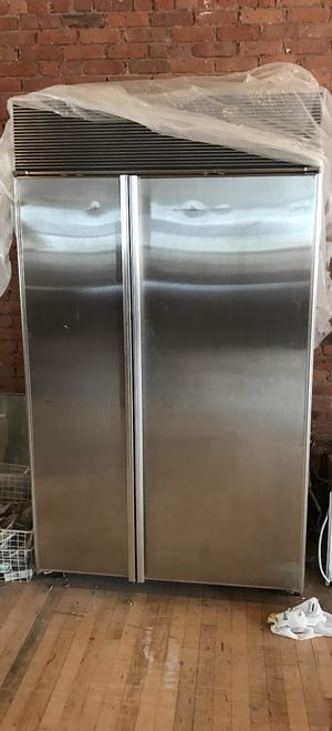 Used ❤️ Sub Zero Refrigerator model 632 F for Sale in New York, NY