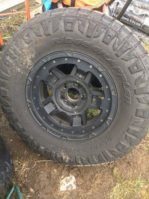 "Jeep Wrangler 18"" ROCK STAR wheels NITTO 35"" tires for Sale in Massapequa Park, NY"