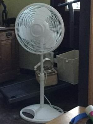 Fan for Sale in Cleveland, TX