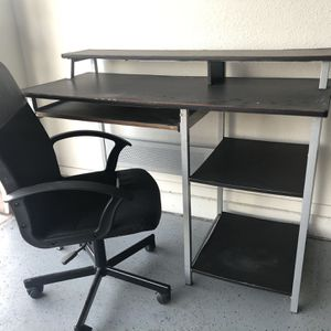 Office desk and chair for Sale in Chandler, AZ