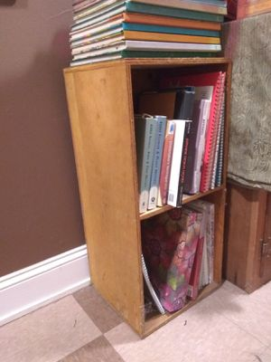 Small 2 shelf wooden bookcase for Sale in Nashville, TN