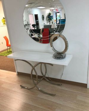 Console table with mirror for Sale in Hialeah, FL