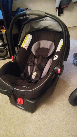 Baby car seat for Sale in Glen Burnie, MD